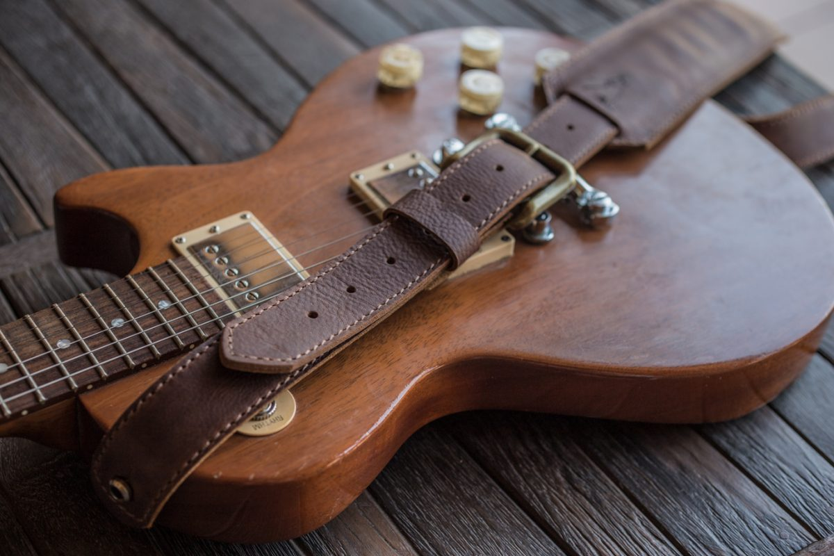Handstitched-Brown-Leather-Guitar-Strap-CloseUp